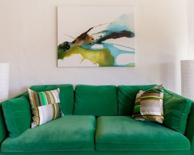 Downton Annie #Four Sunny, Modern Apartment in Vibrant Downtown Asheville King/Double 2BD/1 BA - Downtown Asheville