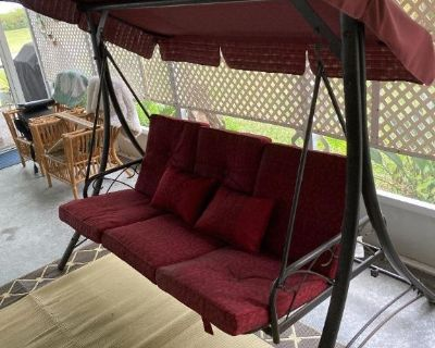 3-Seat Outdoor Canopy Swing Glider w/ Converting Flatbed