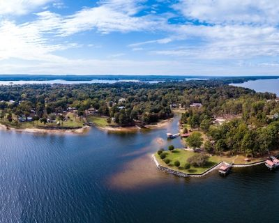 Toledo Bend Lakefront Cabin near the Chicken Coop , with Private Boat Launch - Milam