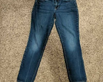 Ladies Old Navy size 4 short jeans