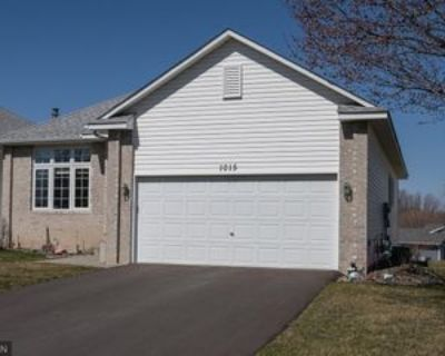 1015 Lilac Ct, Shakopee, MN 55379 3 Bedroom Apartment