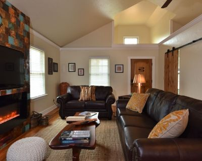 Luxury guesthouse in Fredericksburg and the Texas Hill Country sleeping up to 8 - Fredericksburg