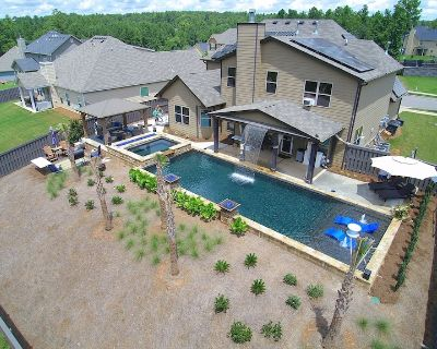 Year round rental! Pool, Hot Tub, Porch, Grill, Gym, and Tanning Bed! - North Augusta
