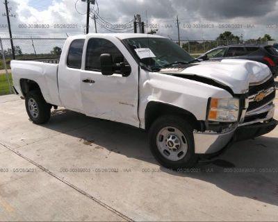 Salvage White 2013 Chevrolet Silverado 2500hd