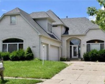 6610 Royal Oakland Dr, Lawrence, IN 46236 5 Bedroom House