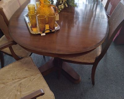 Dining Table, 6 chairs, 3 Leaves and Pads