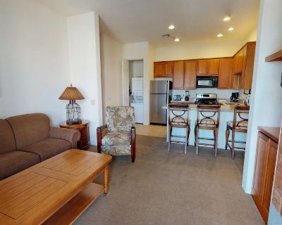 A Secluded Upstairs One Bedroom, One Bathroom Condo in the Heart of La Quinta - Village