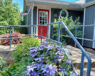 Lovely Getaway Cottage, Walk to Downtown, Free Wifi/Grill/Netflix - Old Town Historic District