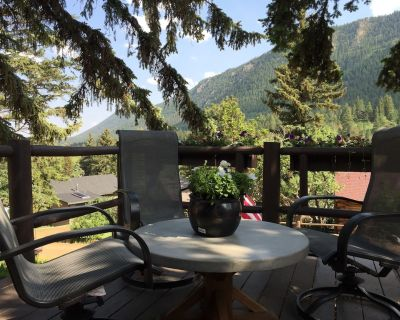 Cabin in the Pines, Artfully Renovated - Great Views - Quaint Green Mtn Falls - Green Mountain Falls