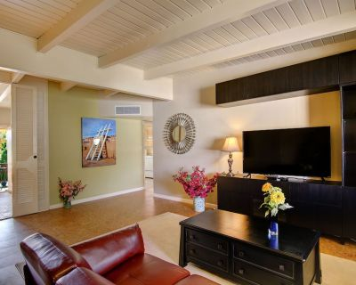 King beds Premium Vacation Rental Walk to grocery, coffee shop, 3 blks to Rt 66 - Highland Business