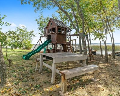 Lakefront,Dock,Backyard Paradise, Kayak, Gas Grill,Playground - Grand Prairie