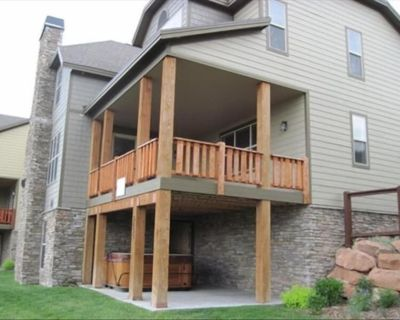 New 5 Bed, 5.5 Bath with Private Hot Tub, and New Furnishings/Carpet - Bear Hollow Village