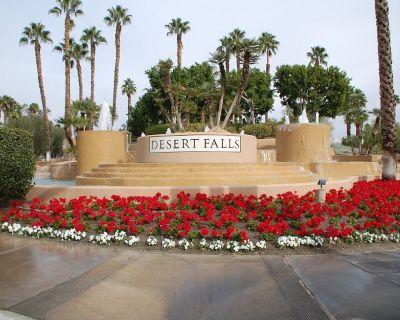 Desert Falls CC- Prime Location!! Lower Level 3 Bedroom on Lg. Pool & 4 Bikes! - Palm Desert