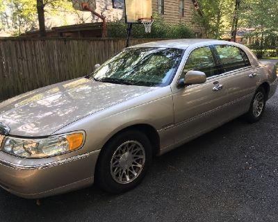 Lincoln 2002 Town Car