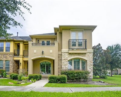 Beautiful end unit townhome (MLS# 64011053) By Connie Vallone
