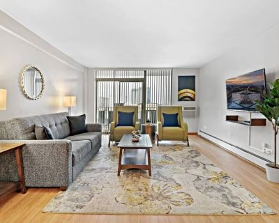 OP7 Downtown 2BR Spacious Living & Kitchen, King Beds - Oak Park