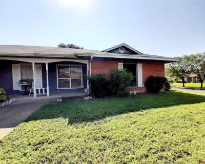 2900 Penny Ln, Euless, TX 76039