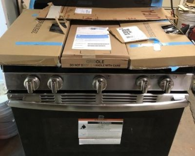 FS New GE 30 inch 5.0 cu. ft. Gas Stainless Steel Range