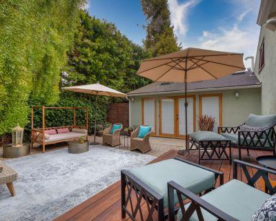 Pacific Palisades | Fenced Yard with 2 Decks | Central AC | Walk to Beach! - Santa Monica Canyon