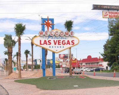 Luxury Las Vegas condo (3 bedroom 2 bath deluxe) - near strip - Paradise