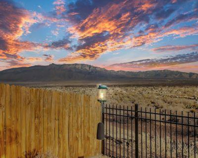 Relaxing, comfortable home for entertaining or enjoying the view - Rio Rancho