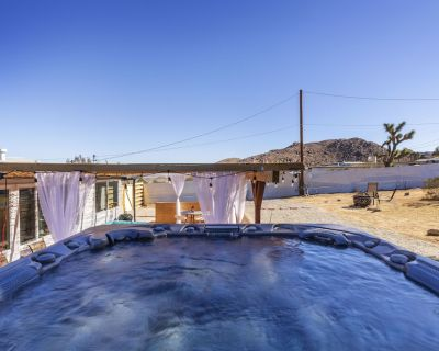 Cozy House With Jacuzzi in the Center of Joshua Tree - Joshua Tree