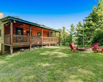 Dog-Friendly Cabin Near Banner Elk w/ Great Porch, Wood Stove & Firepit - Banner Elk
