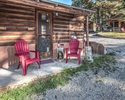 Within walking distance of the Village of Ruidoso down town area and close to th - Ruidoso