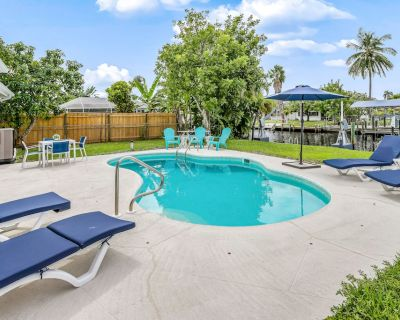 Lovely canal-front home w/private pool, patio, dock + free WiFi, & full kitchen! - Yacht Club