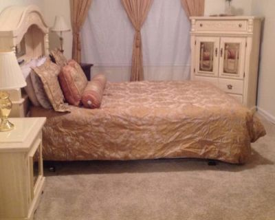 Private room with own bathroom - Newport News , VA 23608