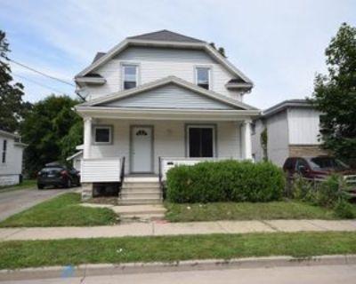 310 W Melvin Ave #1, Oshkosh, WI 54901 4 Bedroom Apartment