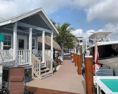 Waterfront Cottage in Key Largo with Private Dock, Tiki Hut and 16k lb Boat Lift - Key Largo