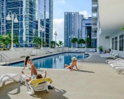 Deluxe 3BR Pool with Gym Apartment In Miami - Frangista Beach