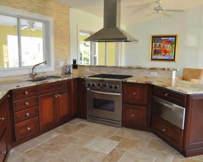 Exceptional Cape Coral Gulf Access Luxury (Heated) Pool Home - Pelican