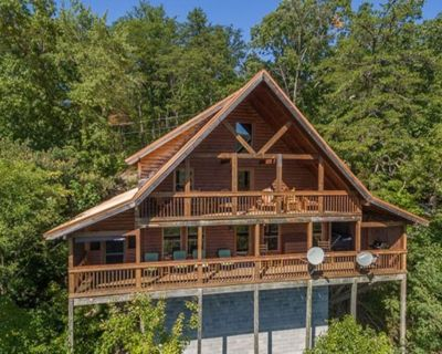 Perfect for 2 couples! Tennessee is open....come get some fresh air! - Pigeon Forge