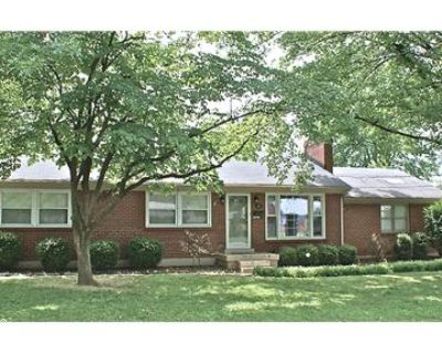 18 Cardwell Way in Hurstbourne Acres