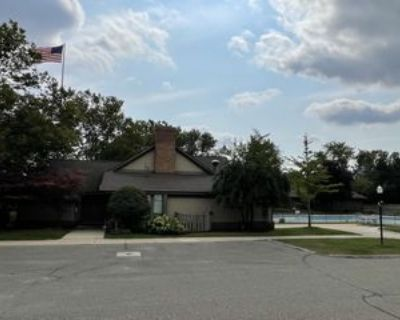 2975 Roundtree Drive, Troy, MI 48083 3 Bedroom Condo