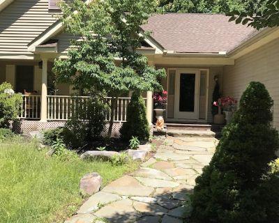 "6 BDRM BEAUTIFUL HOME ON ONE FLOOR ""LIONS DEN"" -Big Boulder,Camelback,Jack Frost - Lake Harmony Estates"