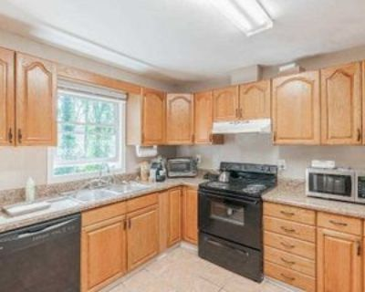Room for Rent - a 7 minute walk to bus 114 and 86, Decatur, GA 30032 1 Bedroom House