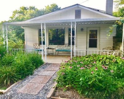 Garden Level Apartment just 3 miles to Downtown Asheville - Asheville