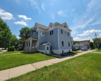 79 W Broadway St, Winona, MN 55987 3 Bedroom Apartment