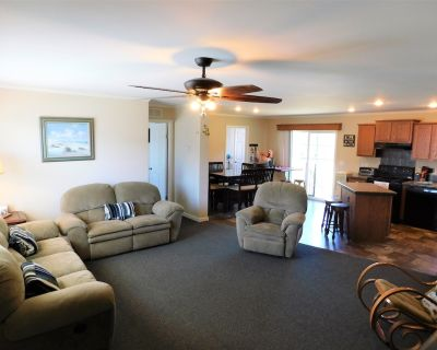 Call for details! Dog friendly. Pool table. 38100 - Cedar Neck