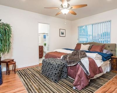 Private room with own bathroom - Long Beach , CA 90806