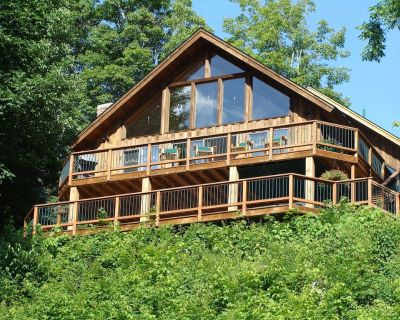 Ultimate Lakefront Chalet - Ludlow