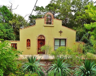 The Mission - Artfully-Crafted Home in Kerrville's Most Eclectic Neighborhood - Kerrville