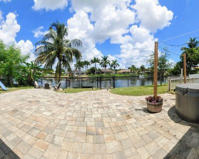 Canal Front Home in Cape Coral, Close to Downtown and Beaches - Caloosahatchee