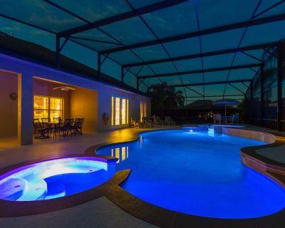 DISNEY 2 miles LUXURY Villa with 10 Smart TVs (8x65in) 40 ft Prvt pool + jacuzzi - Four Corners