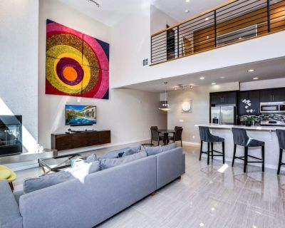 Modern townhouse w/ private pool and spa, wonderful backyard & great location - Twin Palms