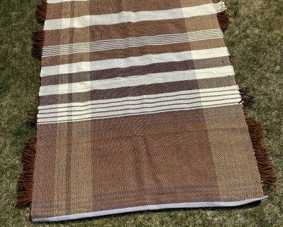 5 7 woven area rug - NEW condition