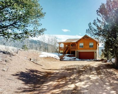 Dog-Friendly Mountain View Escape w/ Free WiFi, Gas Fireplace, & a Washer/Dryer - Rainbow Valley